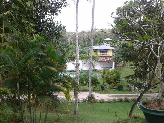 Gonagala, Sri Lanka: Sicht vom Haupthaus Richtung Pool.