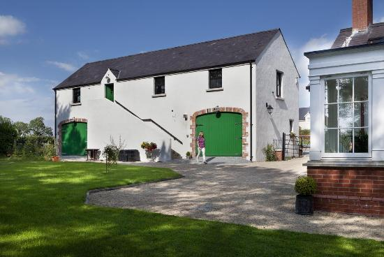 Dromore, UK: The Barn from the Garden