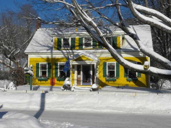 Woodstock, VT: When it snows...it snows!
