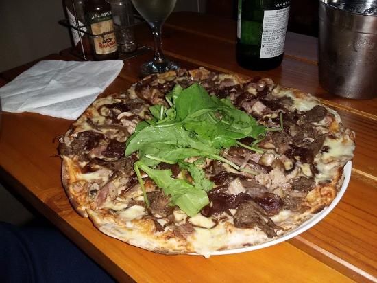Durbanville, Sudáfrica: Namibian Pizza(venison and rocket)