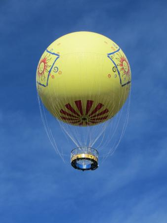 Эскондидо, Калифорния: Hot air balloon ride. It is teathered
