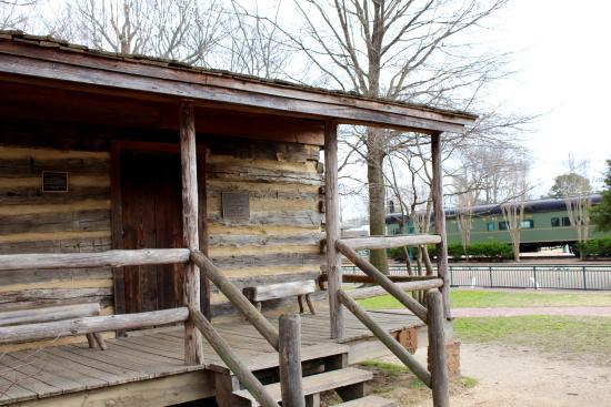 Collierville, Теннесси: Pioneer Cabin