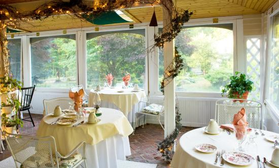 Stockbridge, MA: Enjoy breakfast in our indoor/outdoor porch area overlooking the sweeping lawn