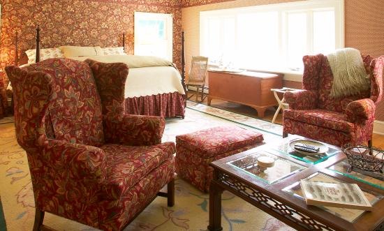 Book a reservation in our Grande Stockbridge Suite with ample seating and private landscape view