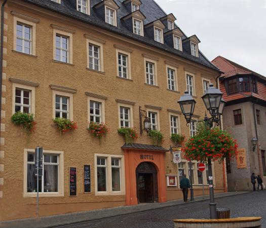Hotel Graf von Mansfeld: This is the entry to Hotel Graf facing the old Market Square and the Luther Statue.