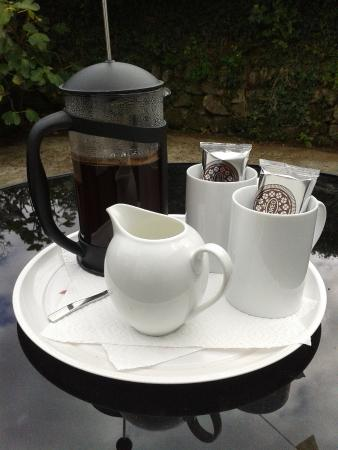 Summercourt, UK: On arrival at Resparva House a complimentary refreshing tea or coffee