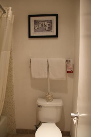 Super 8 Salinas: Toalete