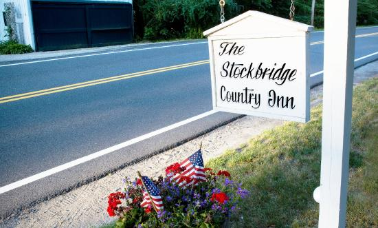 Stockbridge, MA: Located 1 mile from Main St. and CLOSEST B&B Inn to Norman Rockwell & Chesterwood Museums!