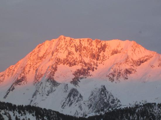 Savoie, Francia: View from Crystal Hotel at sunset