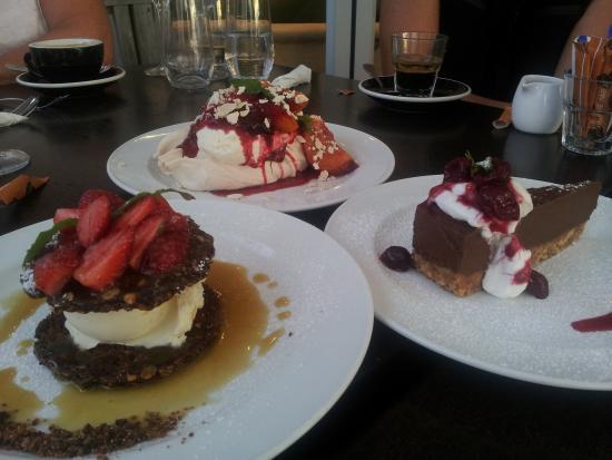 Waiheke Island, Nya Zeeland: Three of the delicious desserts!