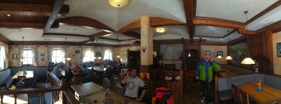 Sankt Johann im Pongau, Austria: Panorama of part of the restaurant.