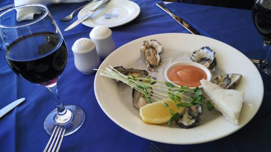 Hope Island, Australia: Oysters... Kindda small though