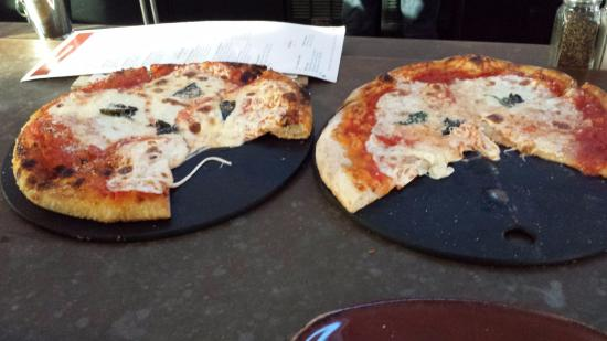 Уестфорд, Массачусетс: Personal pizza's, LaMontanara on the left, Neopolitan on the right
