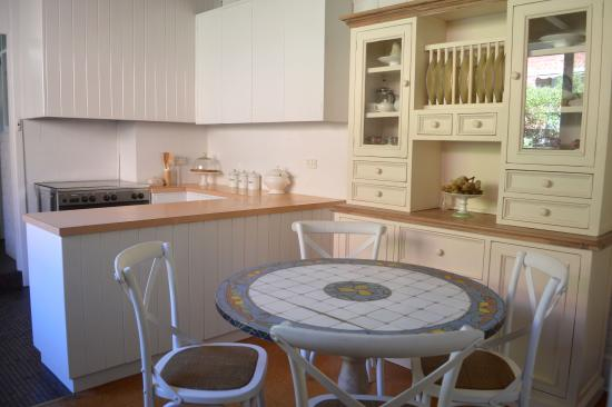 westbury cottage kitchen dining picture of athelney cottage rh tripadvisor com au