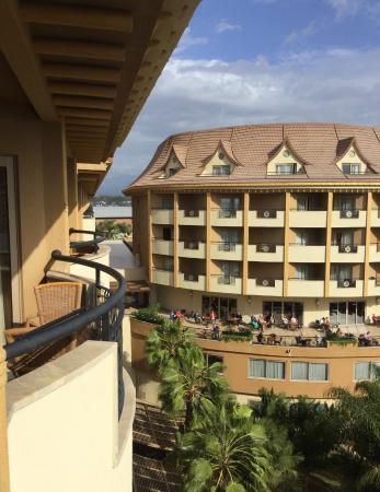 Royal Dragon Hotel: 5. OG Blick nach hinten zur Terrasse