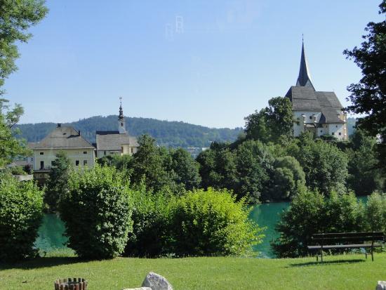 Maria Worth, Østrig: Vista das duas igrejas