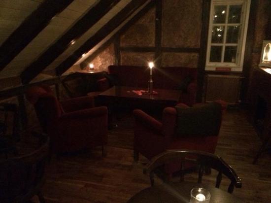 Hafnarfjordur, Islandia: Cozzy and a cool bar :)