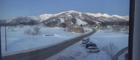 Hakuba Panorama Hotel: Awesome Bar for Apres and and Amazing view from your room