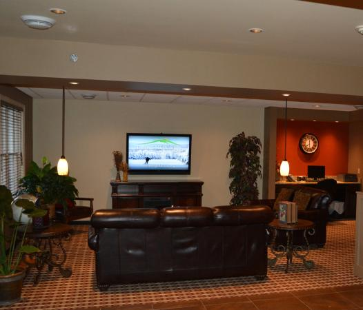 Inn at Mountainview: Family Sitting Area off of the Lobby