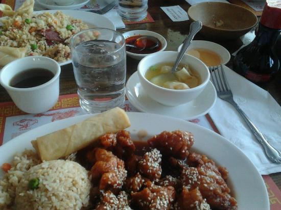 Gunnison, CO: Sopa de wantan. Chancho asado y té chino.