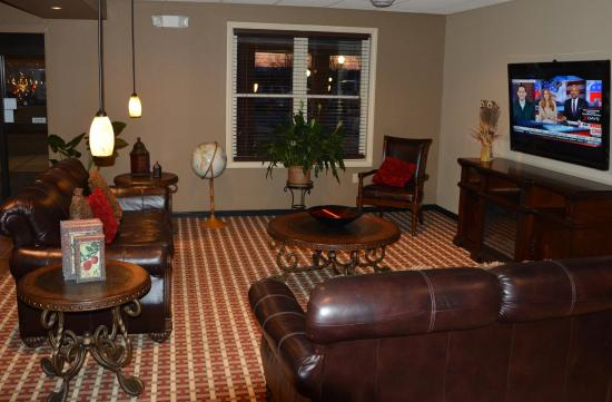Inn at Mountainview: Family Lounge off of Lobby