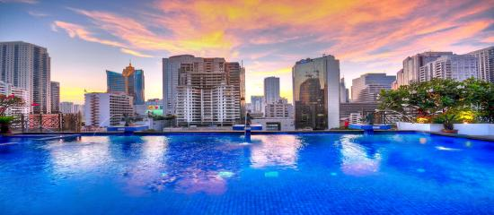 Admiral Premier Bangkok by Compass Hospitality: Swimming Pool At Admiral Premier Bangkok