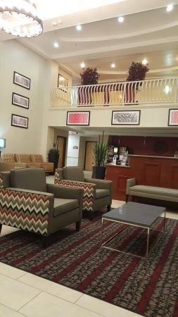 Wylie, TX: This is the BEAUTIFUL lobby that has recently been renovated by Barbara!