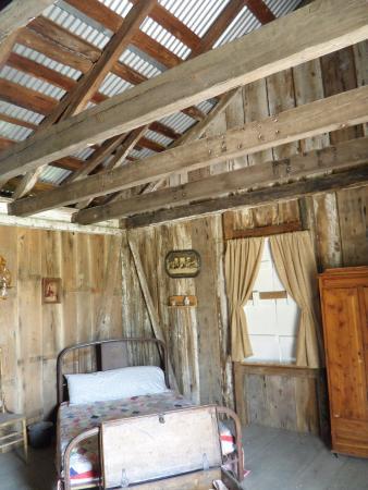 Houma, LA: Interior of the plantation worker's cabin.