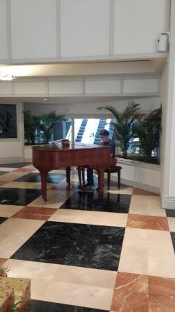 Unipark Hotel: Piano en el Lobby del Hotel