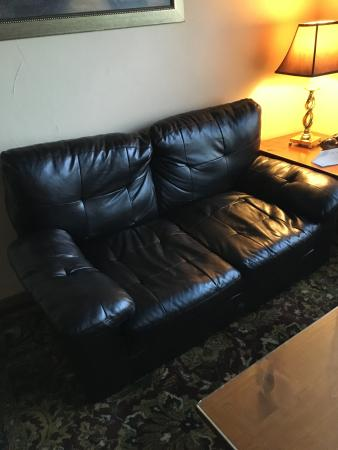 Lambertville, Nueva Jersey: broken love seat - most uncomfortable