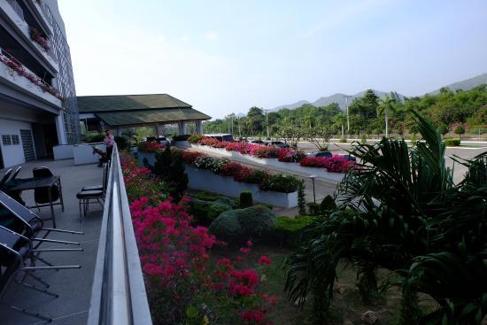 Suanson Pradipat Resort: view from breakfast room