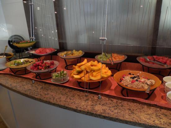 プルメリア・ビーチ・ハウス, 朝食もビュッフェの様子