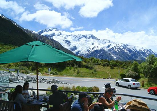 Mt. Cook Village, Nuova Zelanda: View from the restaurant balcony