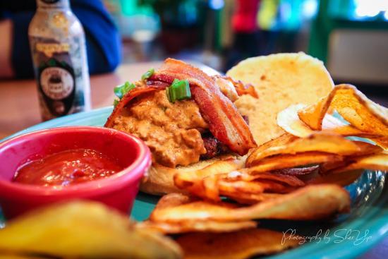 Morgantown, Virginia Occidental: Chorizo Gravy Burger
