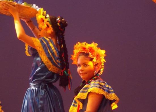 Teatro Nacional Rubén Darío: Mi hija participando hace cuatro años atras