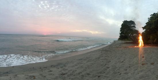 Vajra Sol Yoga Adventures: bonfire and dinner on the beach