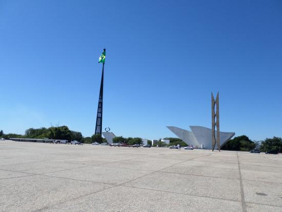 Mastro e Pavilhão Nacional