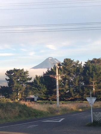 Okato, Neuseeland: View of Mt Taranaki from dining room
