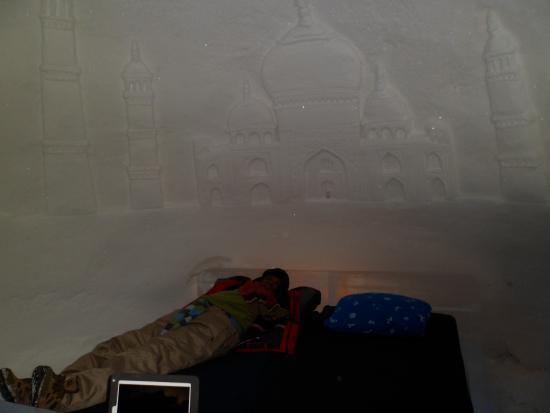 Snowhotel Kirkenes: Ice Brick Room