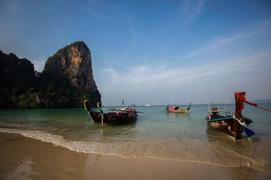 Railay Village Resort: Be sure to rise early to enjoy the quieter time at the beach