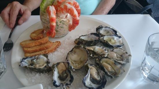Richmond, Austrália: oysters and prawn cocktail