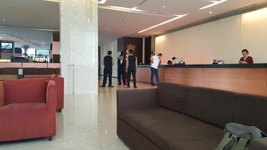 reception area picture of eastin hotel makkasan bangkok tripadvisor rh tripadvisor ie