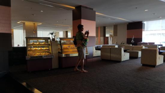 lounge in the lobby picture of eastin hotel makkasan bangkok rh tripadvisor co za