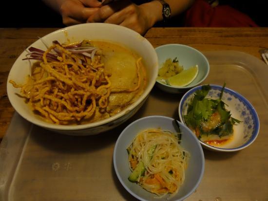 Machida, ญี่ปุ่น: ランチタイムのカオソーイ