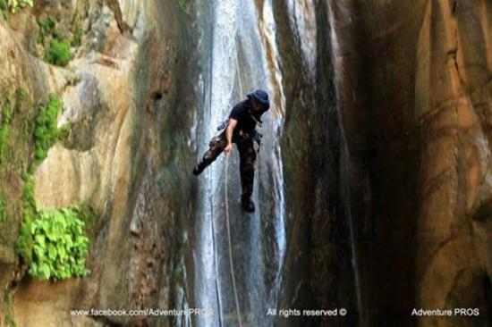 Al Mazra, Jordan: 3 steps waterfall