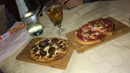Lido di Venezia, Itália: Bruschetta boscaiola e alla pizzaiola