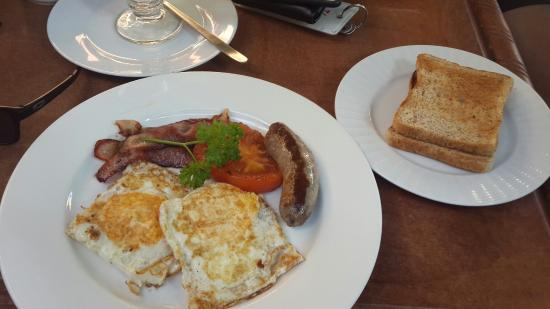 Sedgefield, Sudáfrica: T42 Breakfast with added sausage. Very good ☺