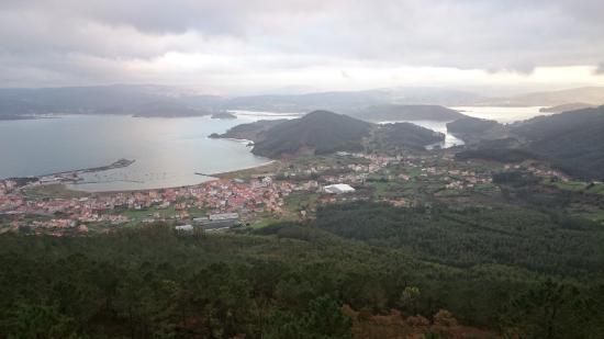 Carino, Spanyol: Preciosa vista del pueblo de Cariño y la ría de Ortigueira