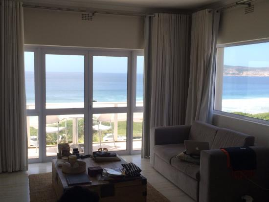 The Robberg Beach Lodge: Stunning view of the beach from your room!