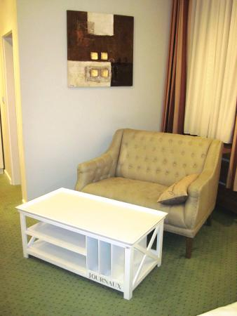 Hotel Brunnenhof International Airporthotel Nord : Lounge area in Room 1 at Hotel Brunnenhof (08/Feb/16).